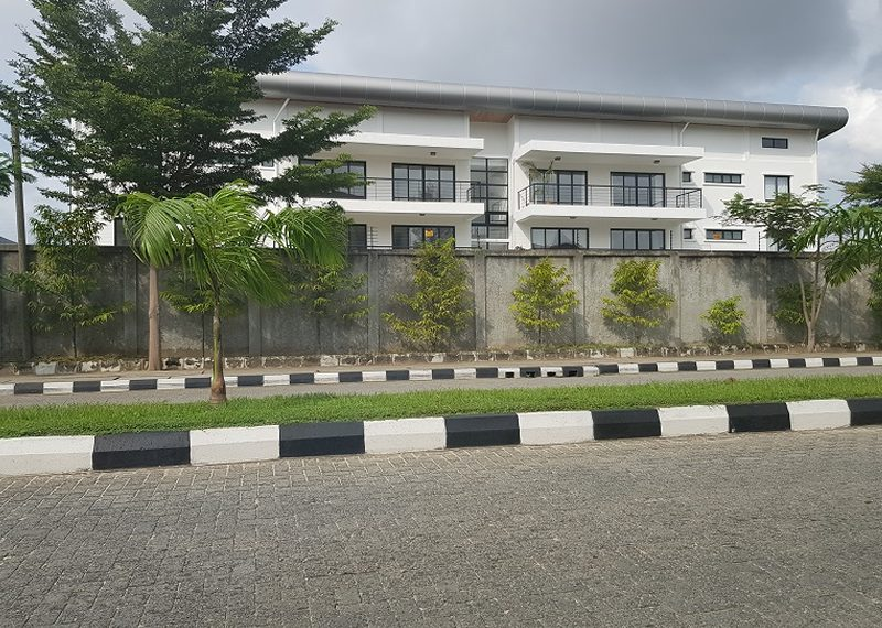 A well serviced 3 bedroom flat with a maid room