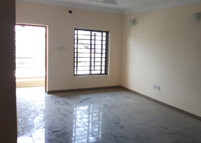 A smart 3 bedroom flat with 1 room boys' quarter