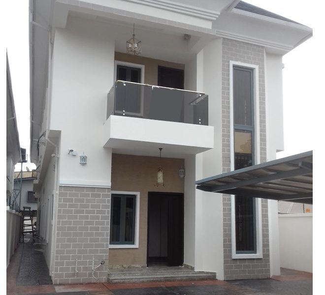 A superbly finished 5 bedroom fully detached duplex with 2 rooms BQ