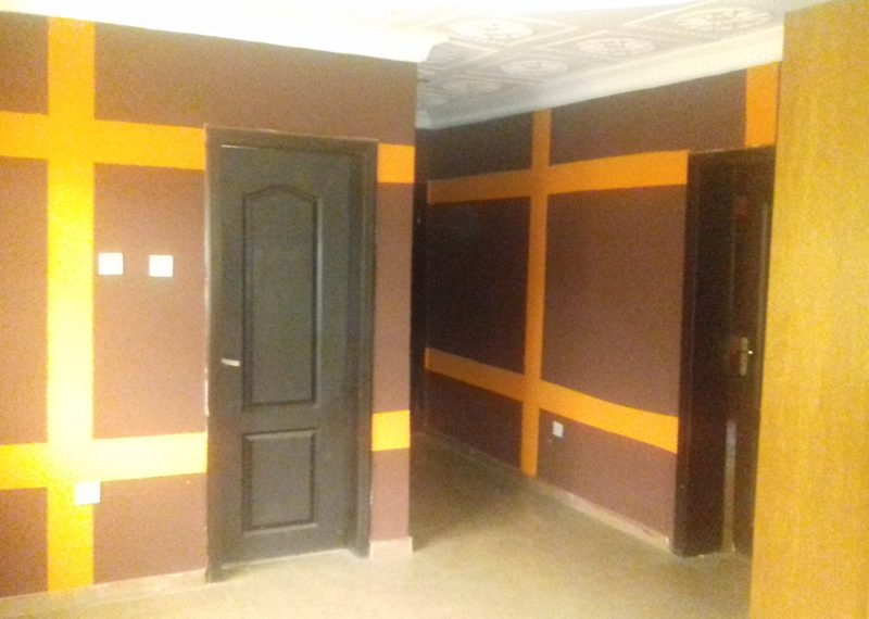 A nicely finished 5 bedroom fully detached duplex with a room BQ
