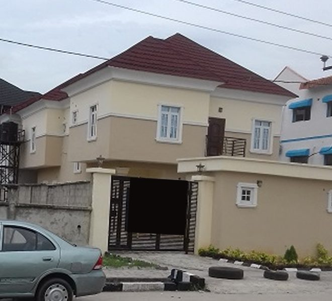 An attractive 5 Bedroom fully detached duplex with a room boy's quarter