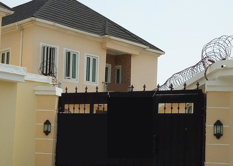 A nicely built 5 Bedroom fully detached duplex with 2 rooms' BQ