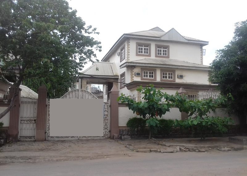 An exquisite mansion of 6 bedrooms fully detached duplex with 2 rooms BQ