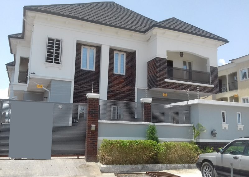 A luxury and spacious 5 Bedroom fully detached duplex with one room BQ