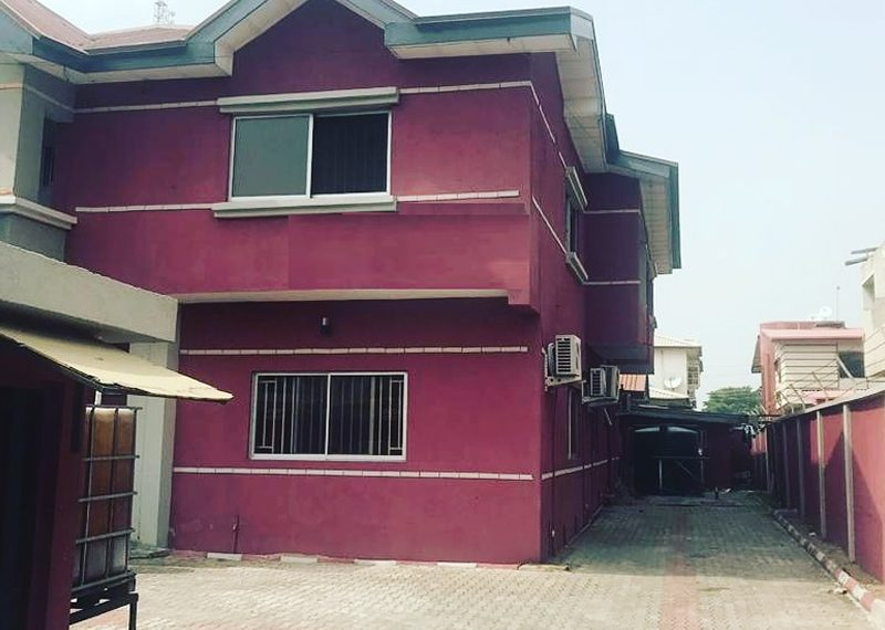A semi-detached house of 4 bedroom with BQ