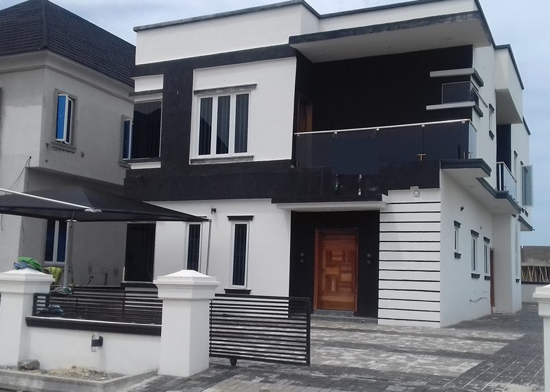 A beautifully finished 5 bedroom fully detached duplex with a BQ