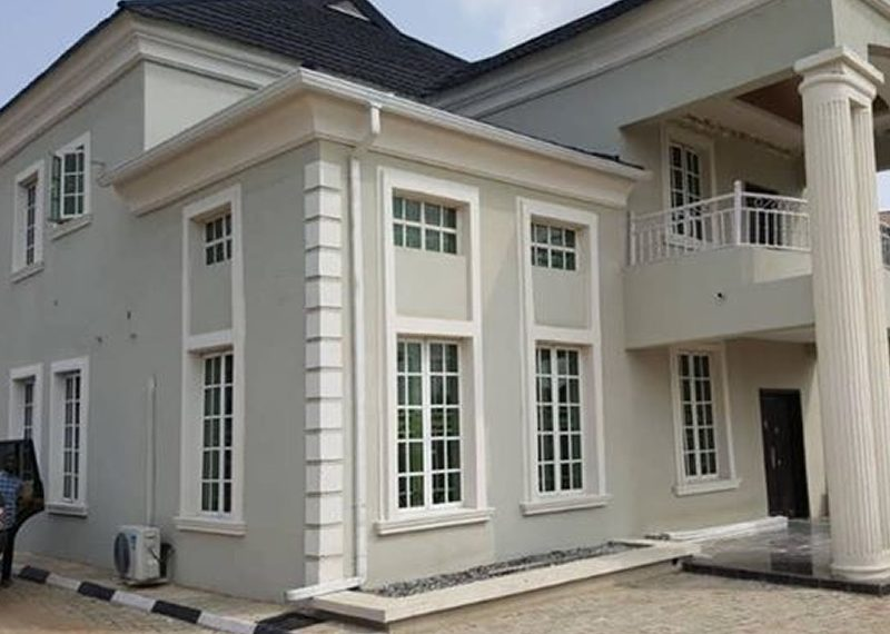 A very spacious 5 bedroom fully detached duplex with a room BQ