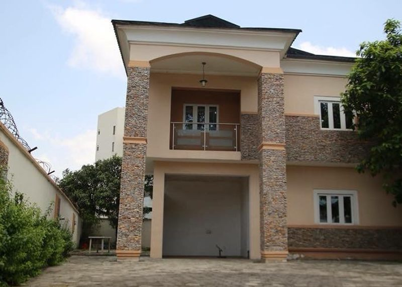 A well maintained 5 bedroom detached duplex with BQ