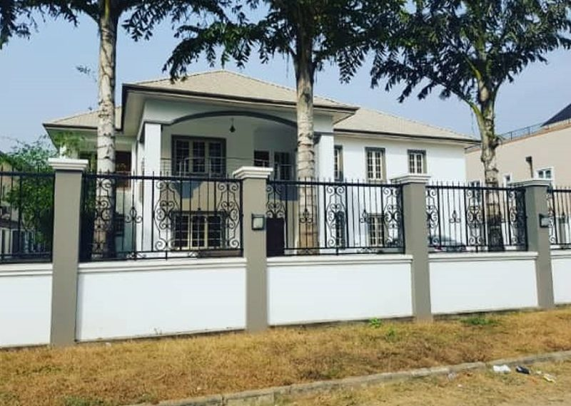 A mansion of 7 bedroom fully detached duplex with 4 rooms guest chalet