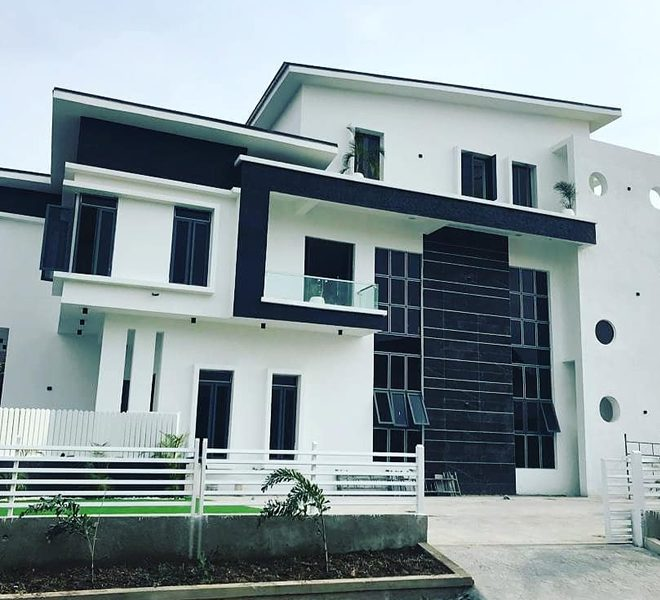 A magnificent 5 bedroom fully detached duplex with a domestic room