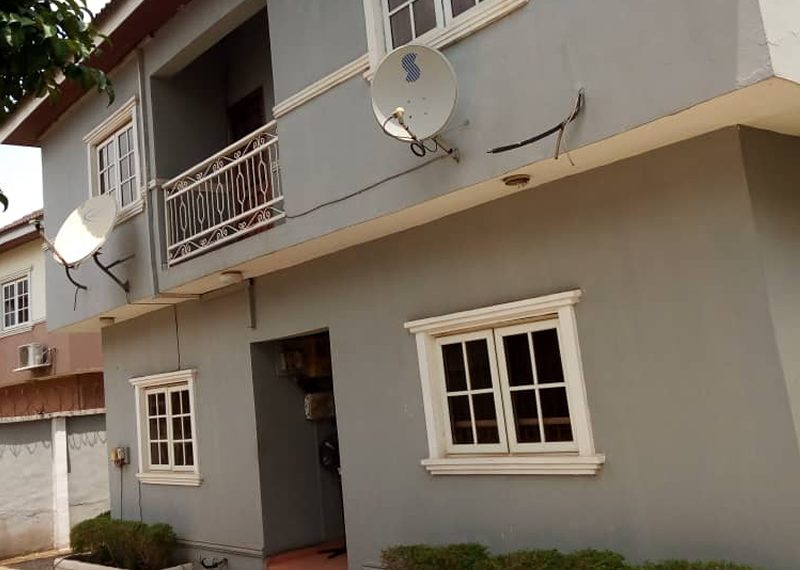 4 bedroom  detach  duplex  with bq  for sale in Lagos, Magodo Isheri