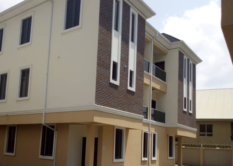 4 bedroom semi-detached duplex for sale in Lagos, Lekki, Osapa