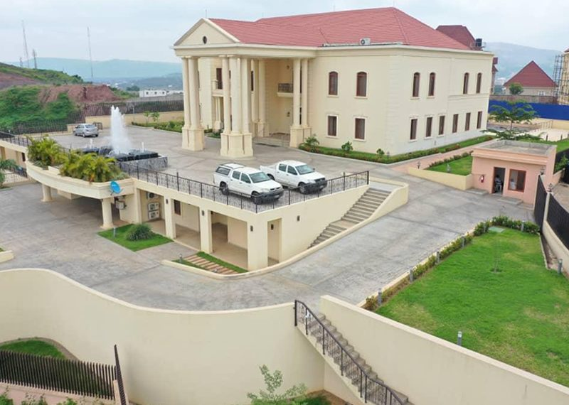 A superbly built 6 bedroom detached duplex for sale in Abuja, Asokoro