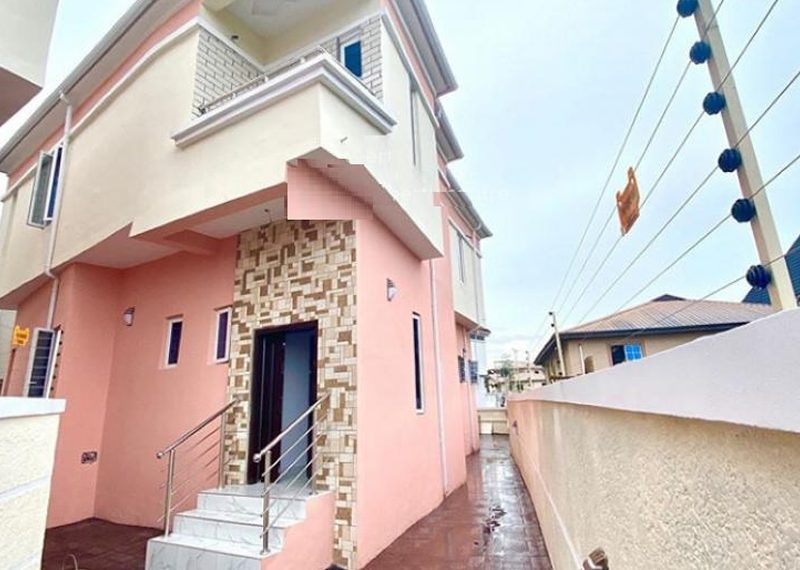 A duplex for sale in Thomas Estate