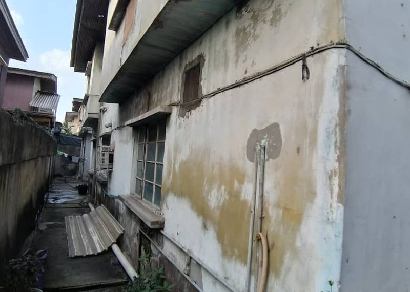 A block of flats with 4 bq for sale in Lagos