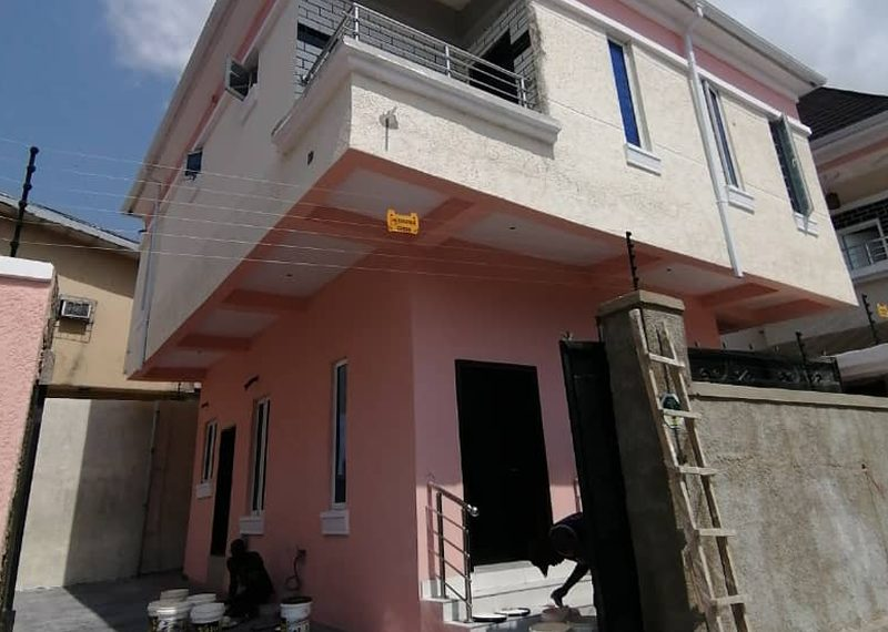 A 3 bedroom detached duplex