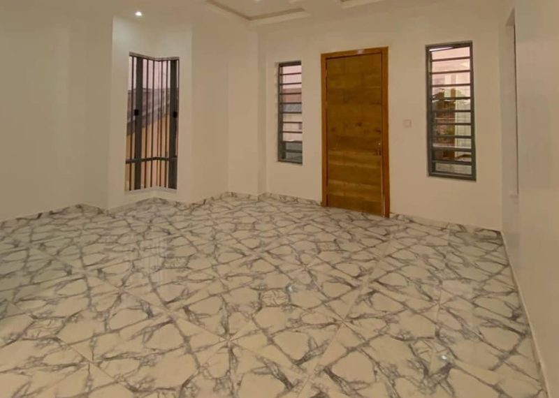 Fully detached house in Ajah