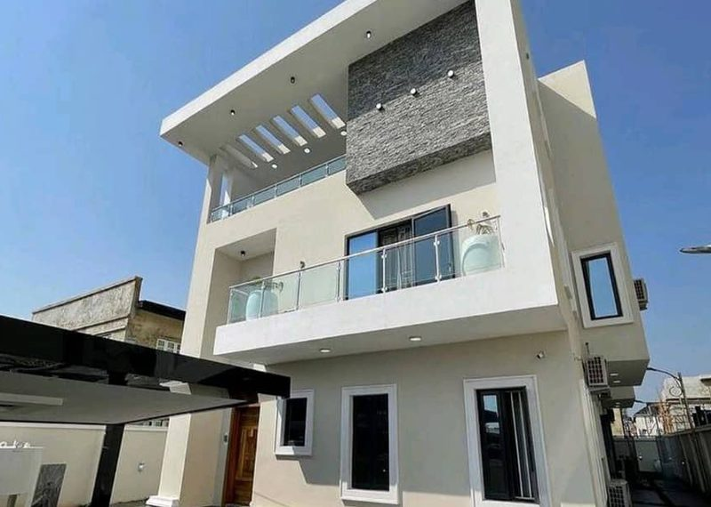 Luxury 6 bedroom detached duplex in Lekki Phase 1