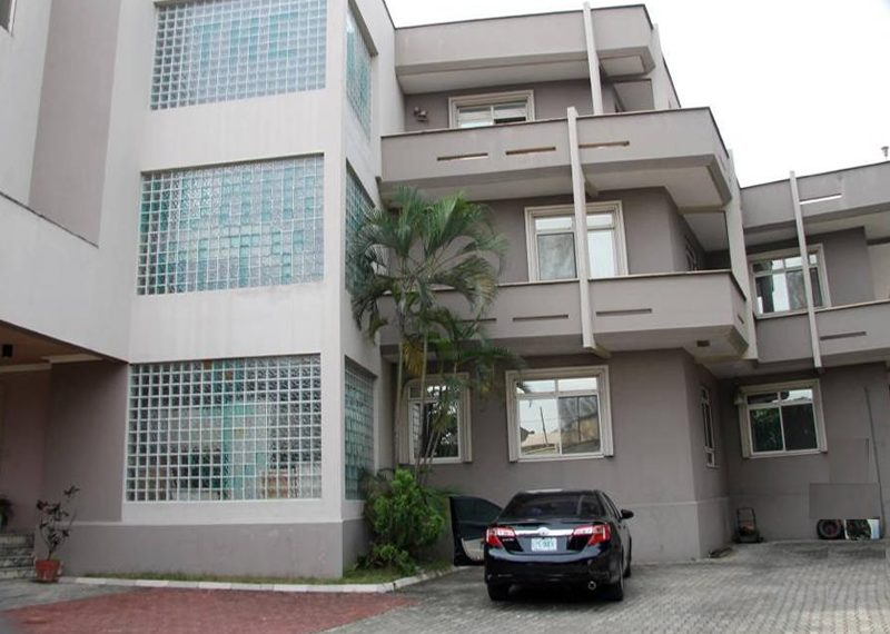 A luxury mansion for sale in Lekki Phase 1