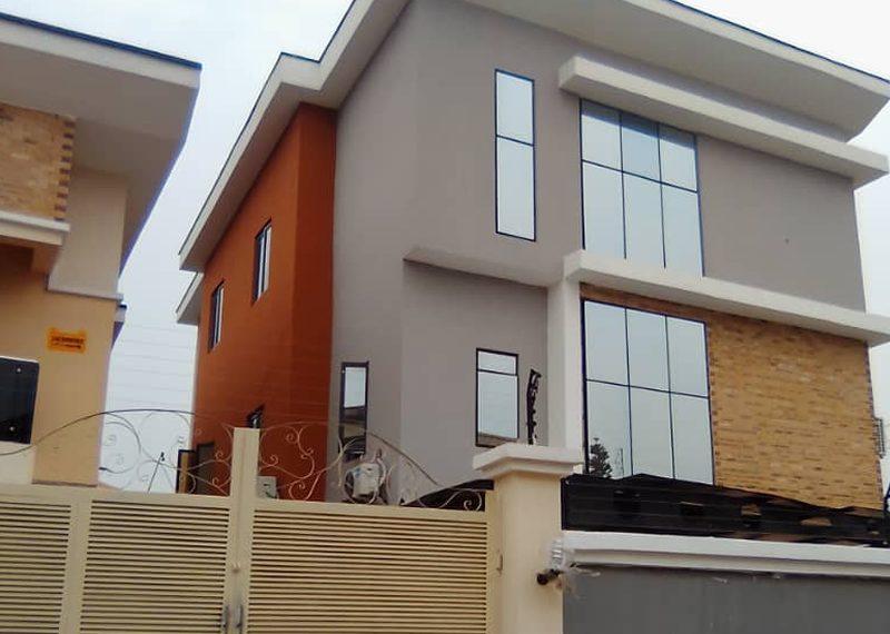 4 bedroom detached duplex in Allen Avenue