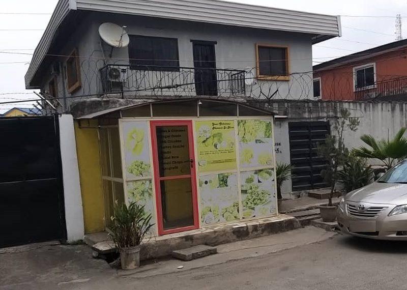 A 5 bedroom detached duplex