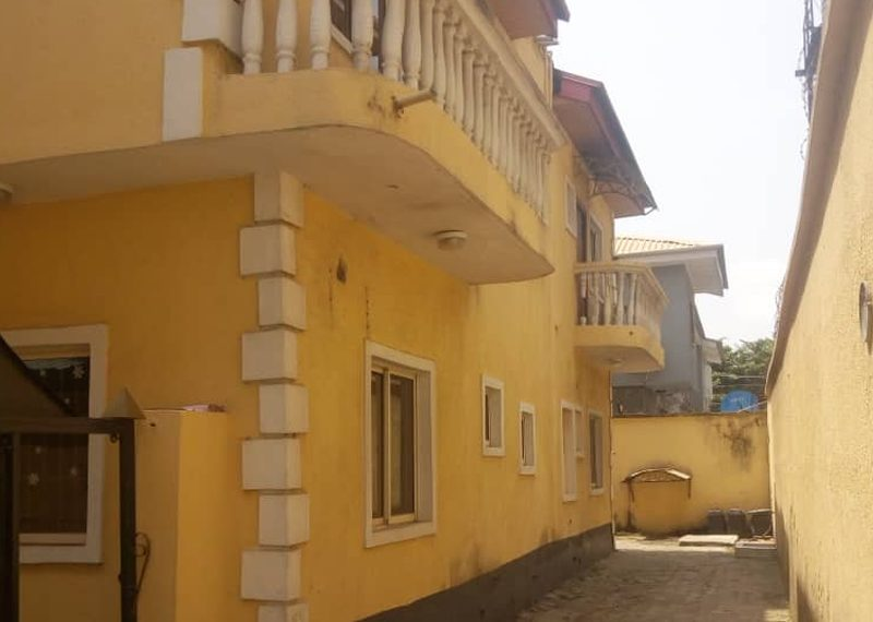 Semi detached house with bq