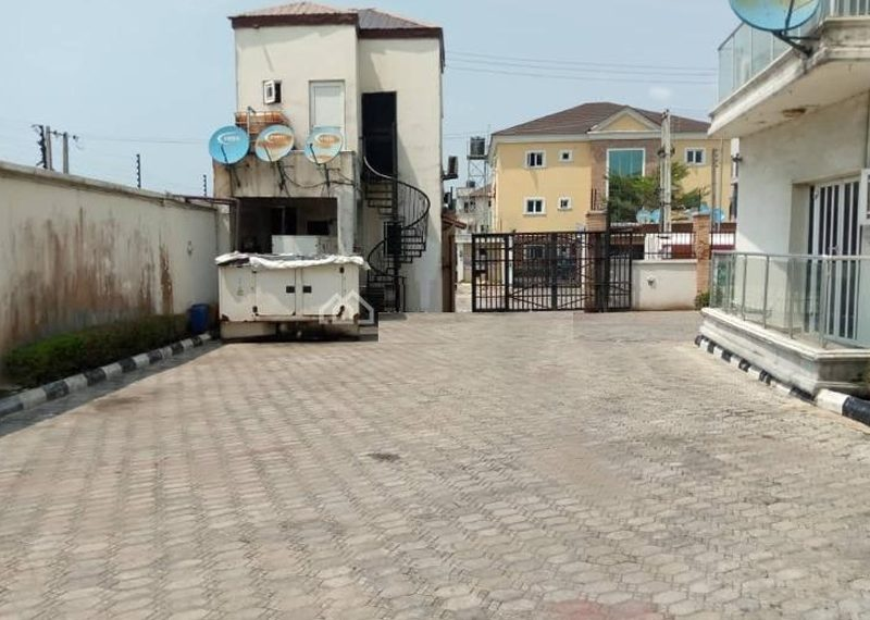 A well built 3 bedroom flat in Lekki Phase 1
