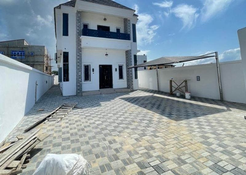 A detached 4 bedroom duplex for sale in Ikate Elegushi