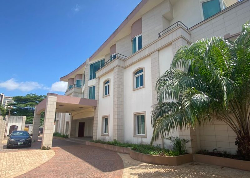 A guest house for sale in Ikoyi
