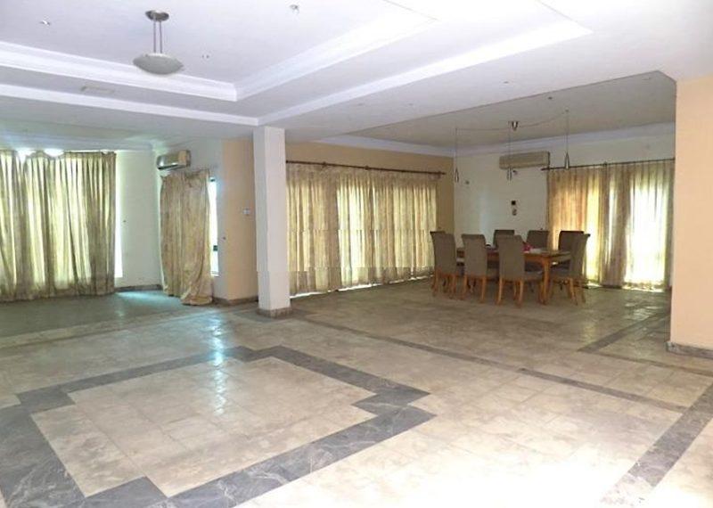 A spacious 6 bedroom detached duplex for sale